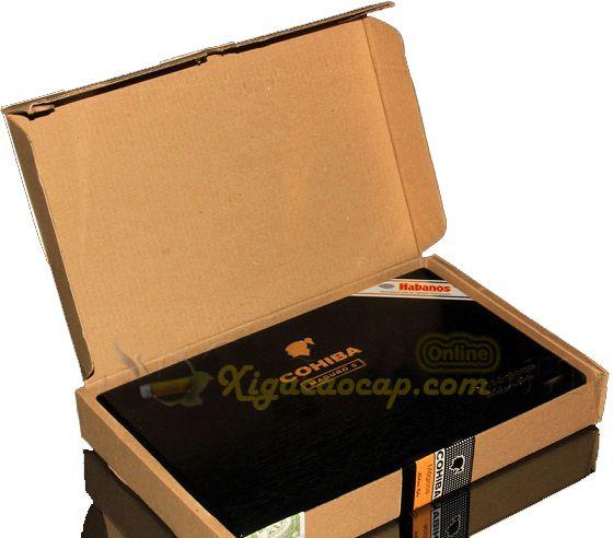 Mở hộp bìa phía trong là hộp sơn mài