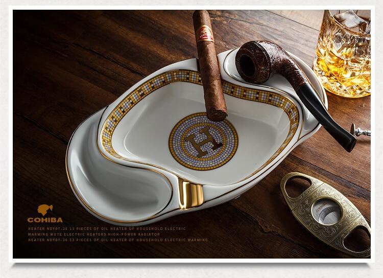 Gạt tàn trắng với chỗ để tẩu và xì gà