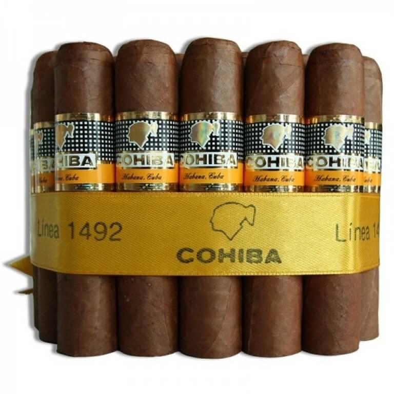 Xì gà được gó thành bó lớn bên trong hộp