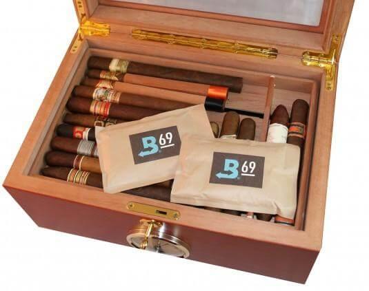 Để gói Boveda trong hộp dữ ẩm là cách đơn giản để tạo ẩm cho xì gà của bạn