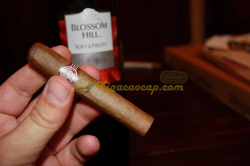 montecristo No5 cuban cigar 12 - Xì gà bị tắc nguyên nhân và mẹo khắc phục