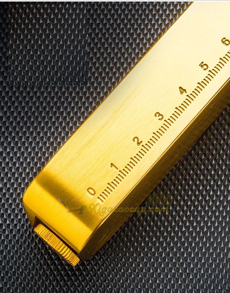 1 mặt gạt tàn có thước đo, 1 mặt khắc chữ